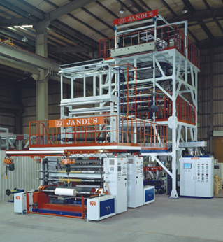 Three-layer co-extrusion film machine developed by Jandi's.