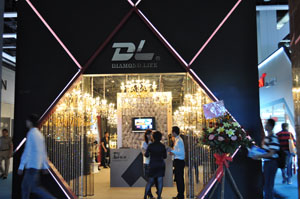 Diamond Life promotes D.L.-branded and Olanies-branded chandeliers.