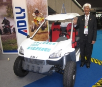 Her Chee chairman C.C. Chen and the new pure-electric mini-car.