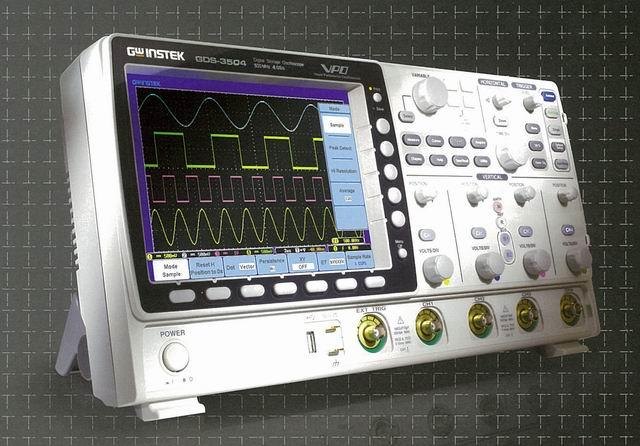 Good Will`s GDS-3000 Digital Storage Oscilloscope