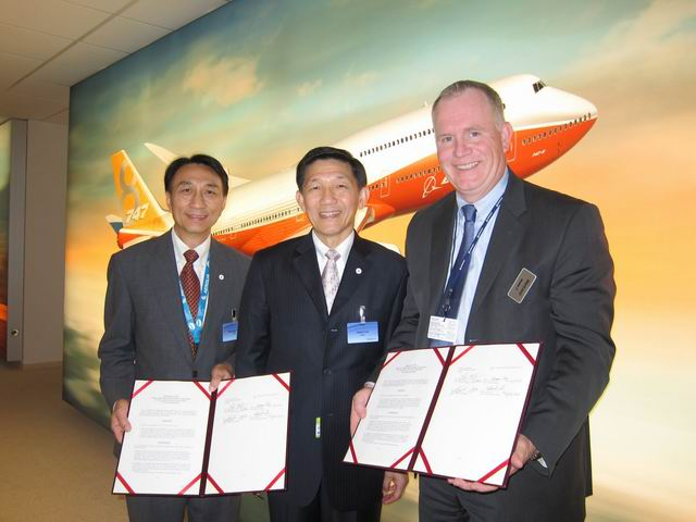 The MOA signed between representatives of AIDC and Boeing during the 2013 Paris Air Show. (Photo courtesy of AIDC)