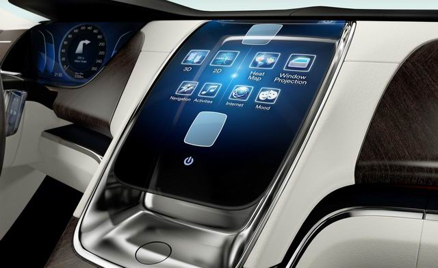 In-car infotainment systems are advancing rapidly, but the end-user experience is a major concern. (photo from the Internet)