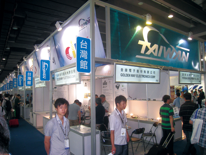 Taiwanese manufacturers eager to enter the Chinese lighting market attracted show visitors with integrated LED backlighting products.