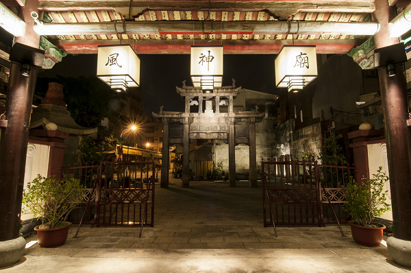 As the gateway to Taiwan during the Qing Dynasty, the Wind God Temple and the Official Reception Arch hold rich historic significance.