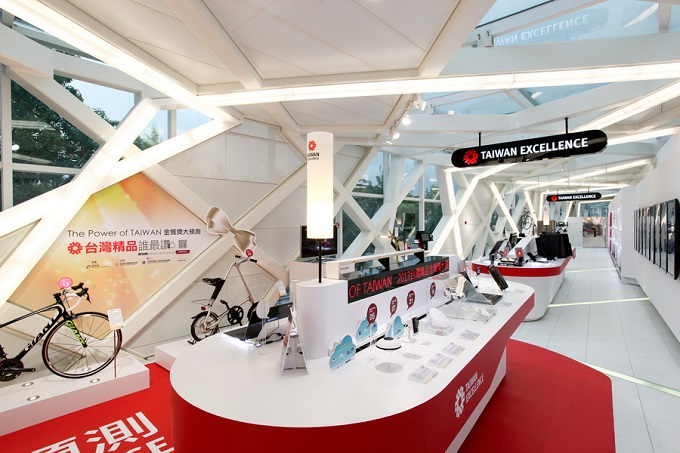 The Taiwan Excellence Pavilion's displays are intelligently designed in a corridor form.