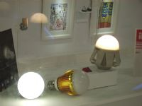 Taiwan's LED bulb makers cut prices to boost market scale.
