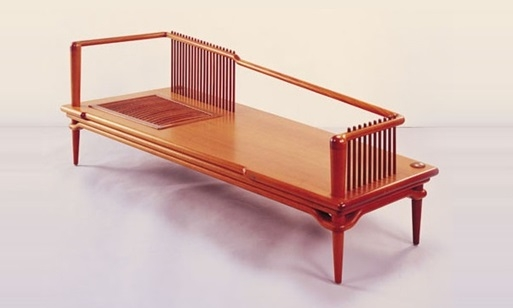 This lounge chair is a masterpiece by designer Hong Da-ren.