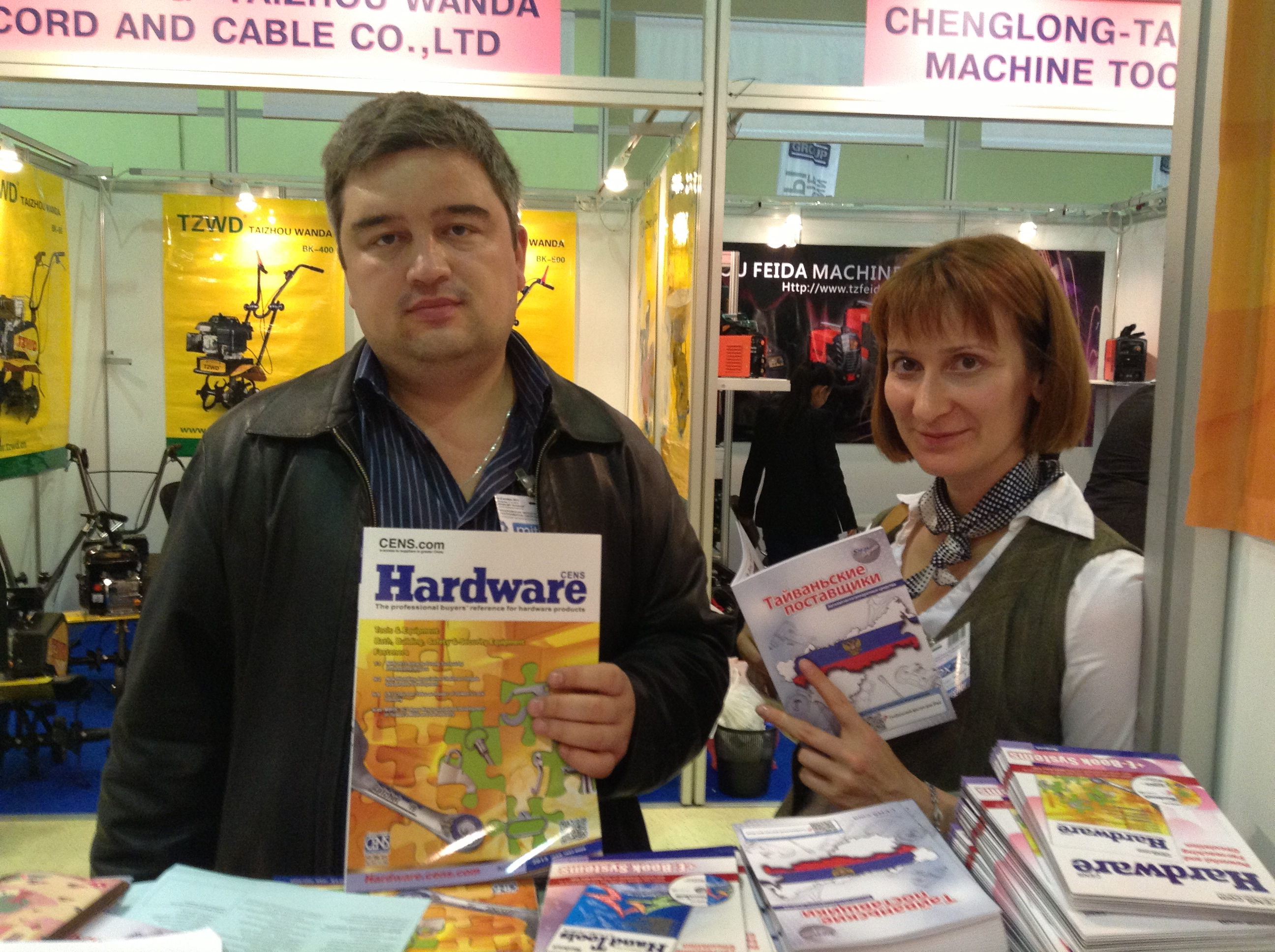 CENS buyer guides in Russian are well-received by local buyers at MITEX 2013.