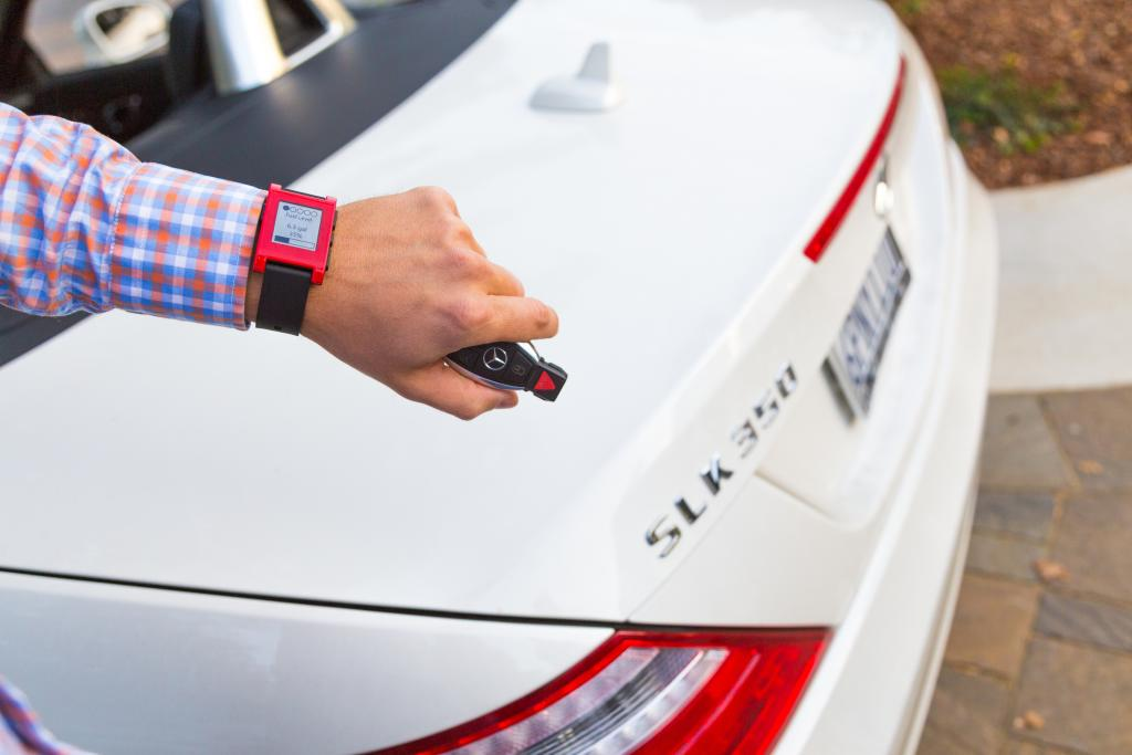 Wearable device integration: enhanced vehicle diagnostic awareness and multi-sensory notifications. (photo of Mercedes-Benz)