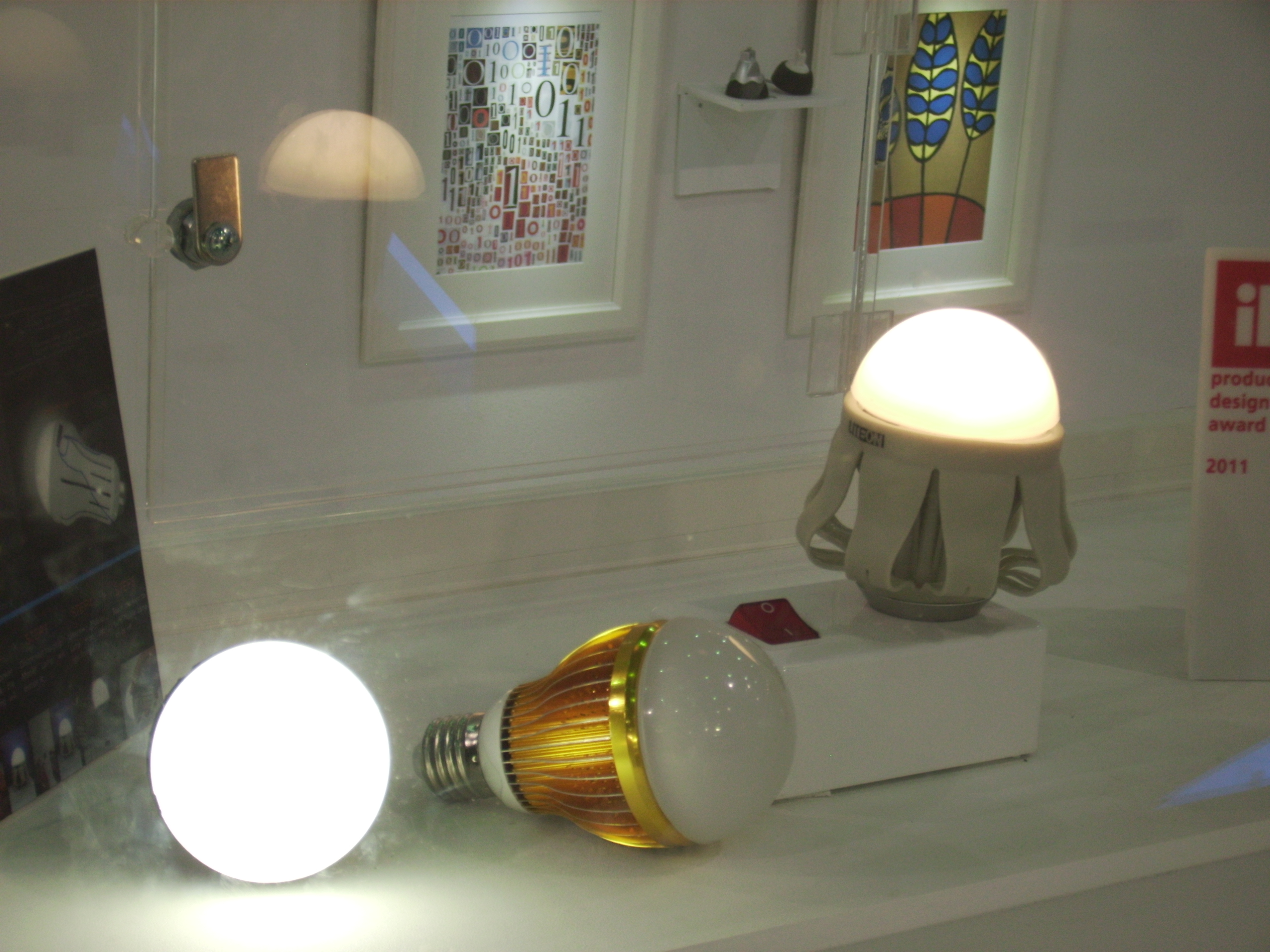 Price delcine to remain market trend for LED light bulbs in 2014.