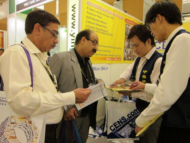 CENS helps with buyers' inquiries at the show.