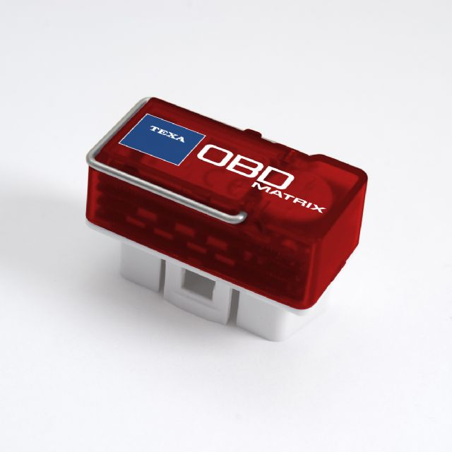 An OBD plug with data-transmitting function helps diagnose vehicle status.
