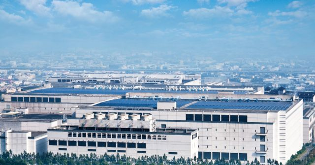 Sungen operates the rooftop solar plant at AUO's Taichung site, the largest rooftop solar project in Taiwan. (photo courtesy AUO)