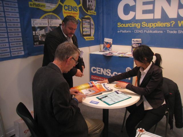 CENS helps buyers with inquiries at Hannover Messe 2014.