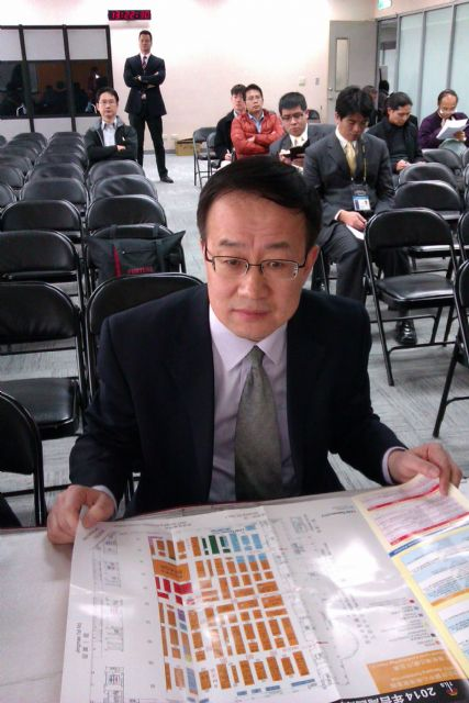 Zhao Jianping, deputy director of the China Academy of Building Research, says that smart cities involve the management and services of public information and services must be handled by credible government agencies.