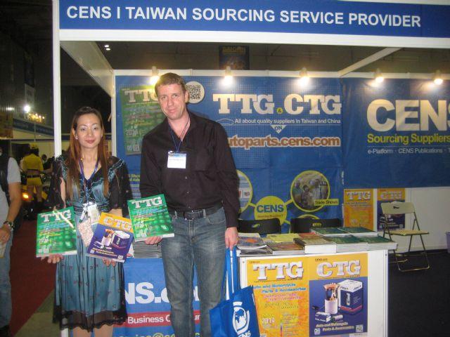 CENS representative (left) with a foreign buyer at Saigon International Autotech & Accessories Show.