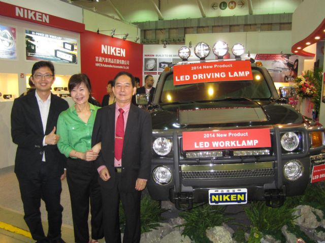 Simon Shih (from right), chairman of Niken; Carol C. Shih, general manager, and Eric Shih, marketing manager, introduce the company's new LED lamps at 2014 Taipei AMPA.
