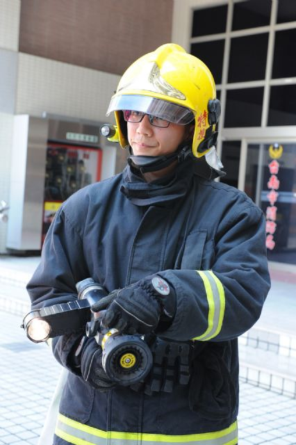 The headlamp can be mounted directly onto a firehose nozzle to enhance firefighting efficiency and safety.