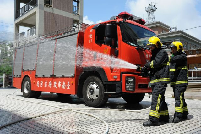 The Tainan City Fire Bureau has begun providing the Tactical Nozzle Light to its firefighters.