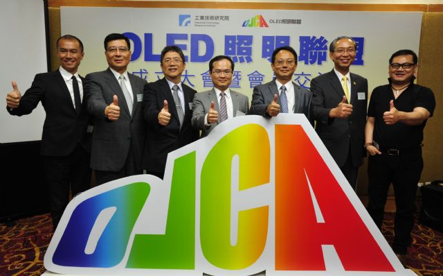 Dignitaries inaugurating the establishment of OLCA (from left):Merck's Hsieh, RiTdisplay's Wang,Tongtai's Yen, EORL's Liu,Deputy Director W.H, Fu of MOEA's Department of Industrial Technology, TLFEA's Lin, and J.Y. Lighting's Yuan.