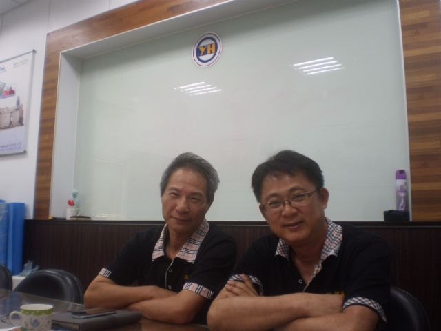 Yean Horng's general manager, Gerry Chen (right), and vice general manager, Chi Lee, together usher the company's miracle development in the past few years.