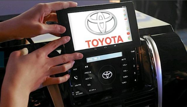 Caption 2: The innovative Toyota Smart Car System developed in partnership between Toyota local agent Hotai and major PC vendor Asus.