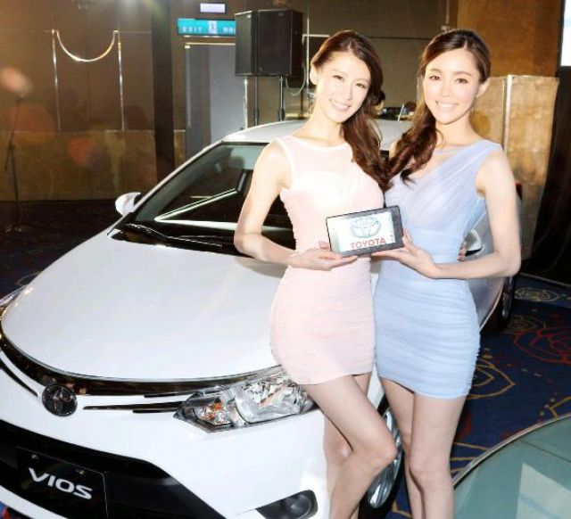 Caption 1: Models hold the detachable tablet PC from the Toyota Smart Car System.