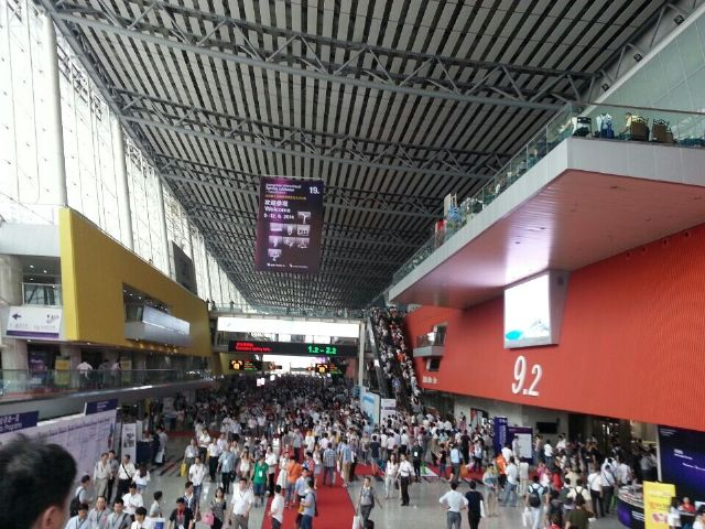 The 19th Guangzhou International Lighting Exhibition was held June 9-12 at the China Import and Export Fair Complex.