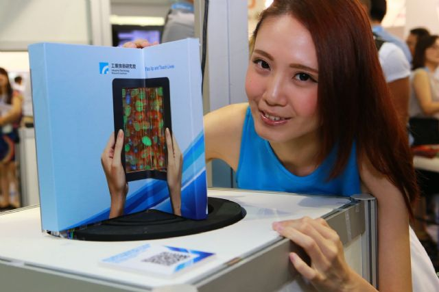 """ITRI describes its foldable AMOLED module as """"a tablet when unfolded, a smartphone when folded."""""""
