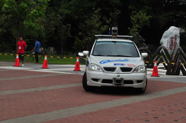 This ARTC-developed autonomous car was demonstrated at the NTUT campus.