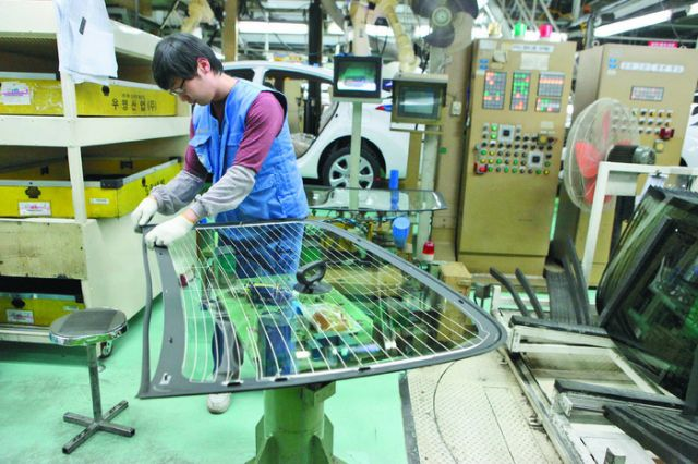 Thanks to strong demand from both AM and OE customers, many Taiwanese auto-parts makers have been expanding production capacities. (photo from UDN)