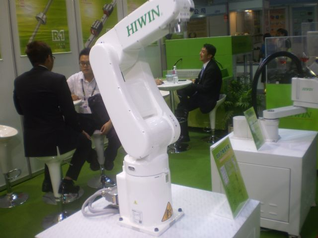 Hiwin's articulated robotic arm has rugged profile, compact exterior and great dexterity.