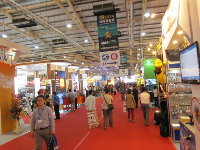 With more than 350 exhibitors in an exhibition space of 12,571 square meters, THS 2014 attracted tens of thousands of international visitors on its opening day.