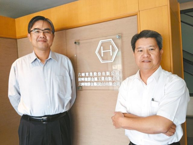 President K.L Hsu (left) and Chairman Wu Chin-lu of Luhai Group, the world's largest tire-valve manufacturing group. (Photo from UDN)