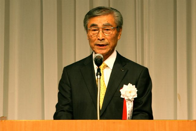 "JMTBA Chairman Yoshimaro Hanaki stressed JIMTOF 2014's main theme of ""Monozukuri DNA Connects to the Future and the World"" in his opening speech."