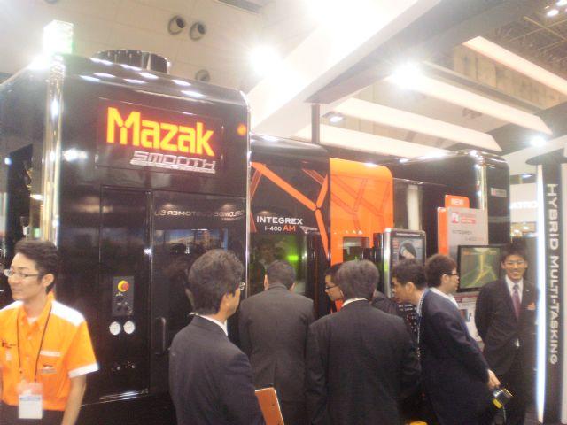 The world's first hybrid 3D printer incorporating turning and machining functions, from Yamazaki Mazak, drew intense attention.