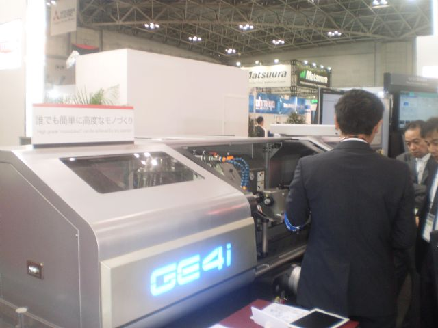 JTEKT's GE4i cylindrical grinder not only features great performance and easy operations, but has an attractive exterior design that highlights its sophisticated craftsmanship.