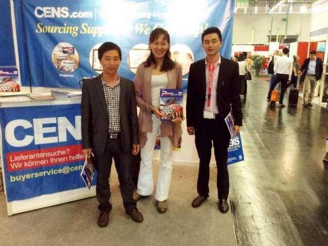 CENS representative (center) with visitors at INTERMOT.