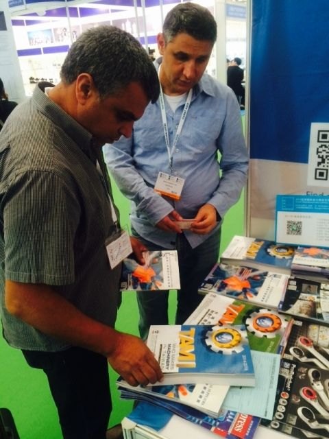 Foreign buyers browse CENS publications at PIC Asia.