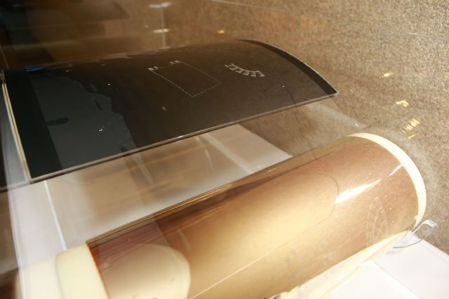 OLEDs completed by ITRI's roll-to-roll machine.