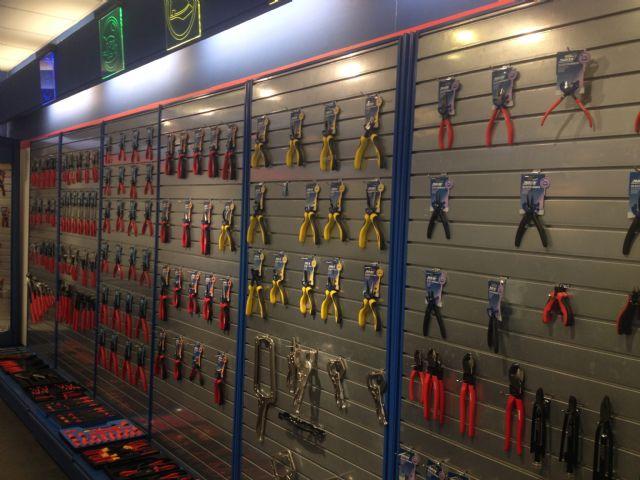 Daiken supplies a wide range of pliers for broad applications.