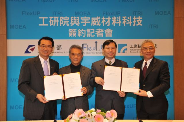 Caption 1: ITRI Chairman Tsay Ching-Yen (second from left) and Wang Bor-Ping, chairman and president of FlexUP Technologies (fourth) at the technology transfer ceremony. (Photo from ITRI)