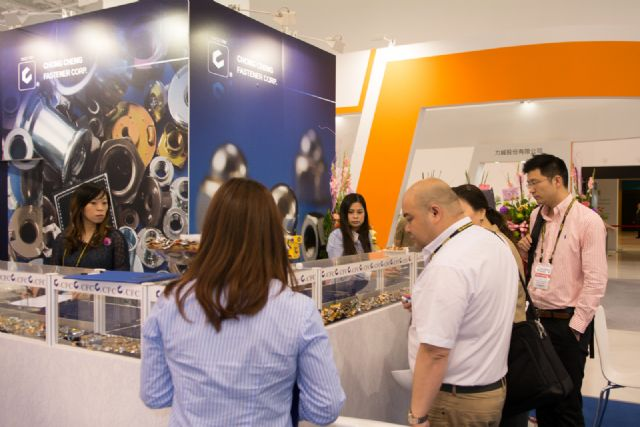 Buyers look at Chong Cheng's high-quality fasteners.