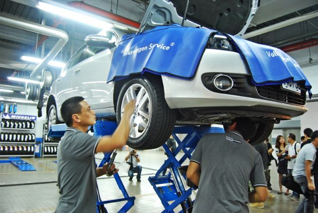 Caption 2:  Taikoo's repair and maintenance center will prepare used cars for sale. (Photo from UDN)