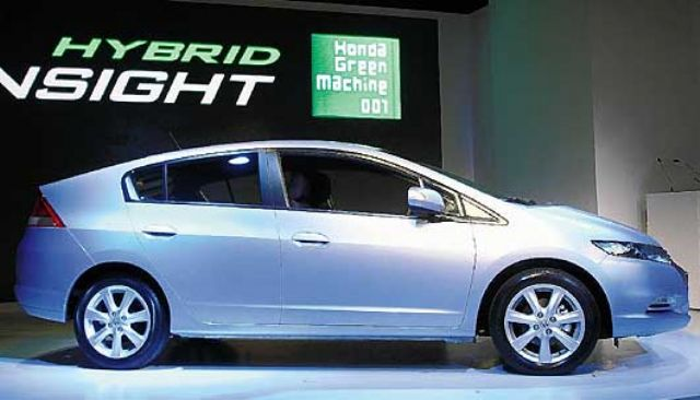 An imported hybrid car sold in Taiwan. (photo from UDN)