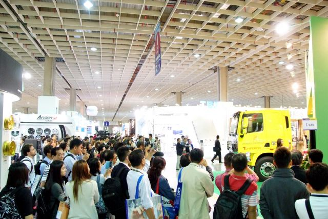 Buyers flock to the 2014 Taipei AMPA to source quality products. (Photo from TAITRA)