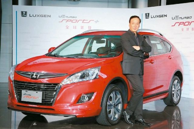 Luxgen Motor's president Hu Kai-chang and the Luxgen  U6 crossover, which has sold well in Taiwan and China since demonstration. (photo from UDN)
