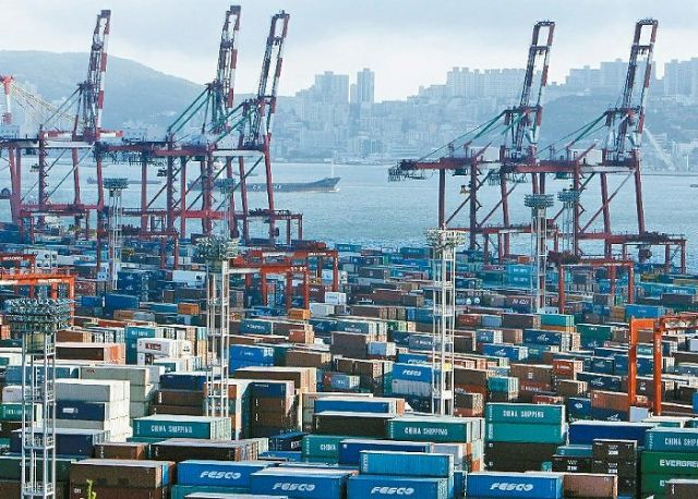Taiwan, with export-driven economy totally reliant on imported oil, is forecast in 2015 to see GPD growth of around 4 percent  amid weak international crude oil prices (photo courtesy of UDN.com).