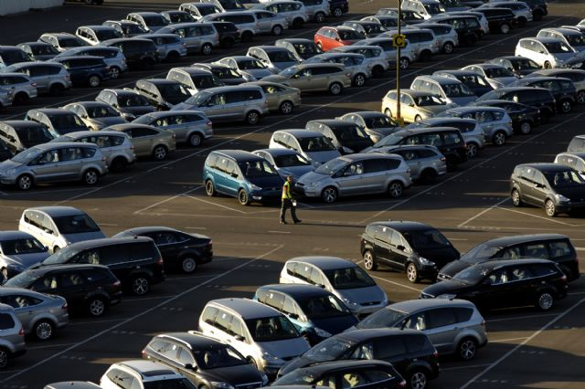IHS Automotive forecasts global automotive sales for 2015 to reach 88.6 million, an increase of 2.4 percent over 2014. (photo from Internet)