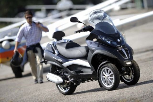 The Piaggio MP3 is the world's first three-wheeler launched by Piaggio several years ago, creating a new segment in the scooter market. (Photo from Piaggio)